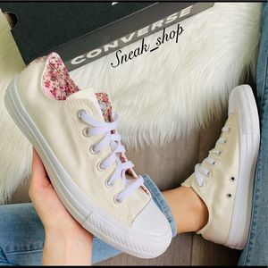 NWT Converse Ditsy Floral Chuck Taylor All Star